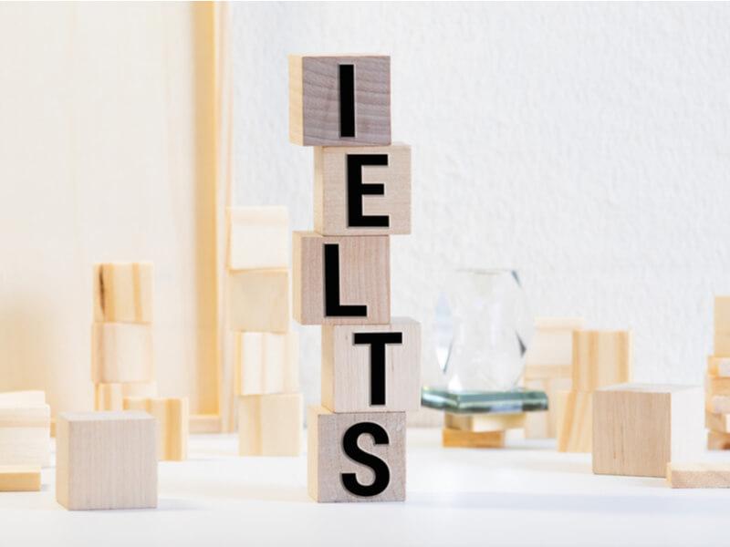 留学用試験、IELTSとTOEFLの違い