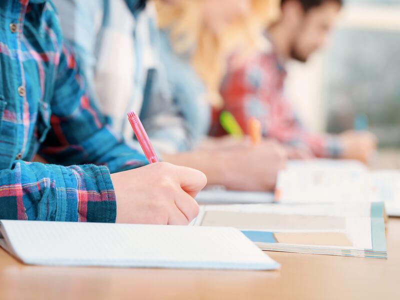 英語テストはどれを受ければいい?9種類を比較して徹底解説!
