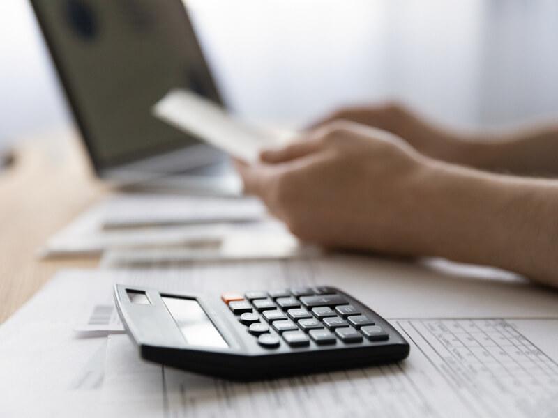 英語コーチングの料金は高い?相場や返金保証を比較・解説