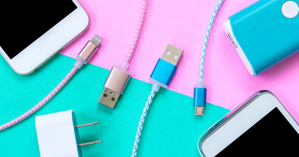 コンパクトな小型モバイルバッテリーは旅行や出張に便利!
